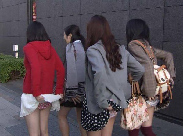 【アイドルキャプ画像】張り切りすぎてテレビでパンツを披露してしまった人気アイドルたちwww 04
