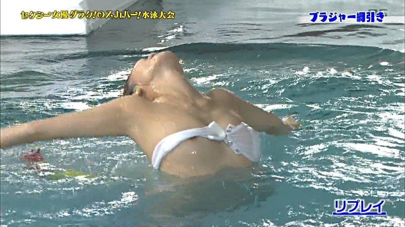 【ポロリキャプ画像】AV女優の水泳大会なんてポロリするためにやってるとしか思えないwww