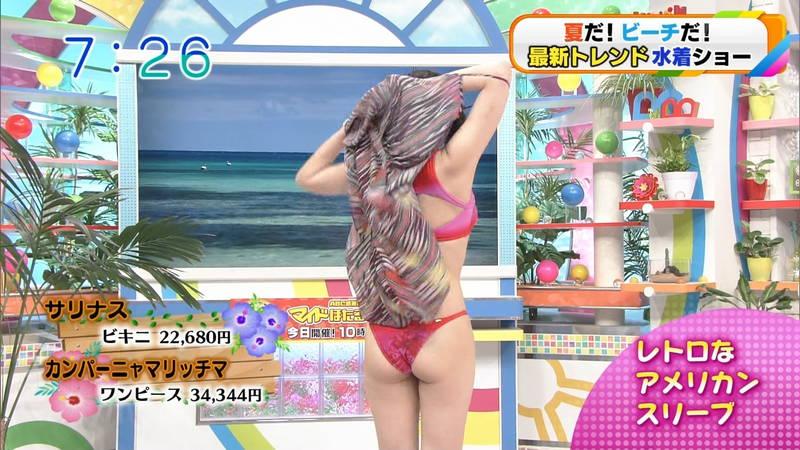 【水着キャプ画像】最新トレンドのビキニ特集でわざわざ巨乳ちゃんをモデルにする意味ってwww 15