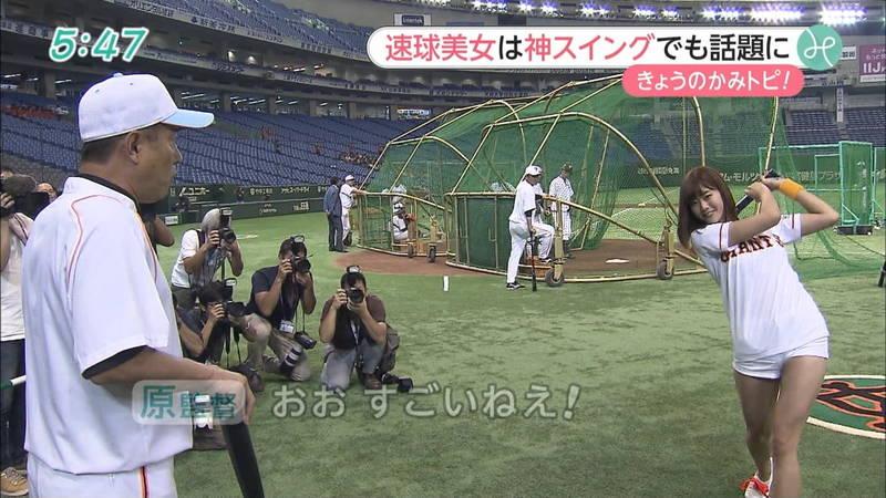 【稲森亜美キャプ画像】始球式のために真剣に練習している稲森亜美の健康的なエロさwww 19