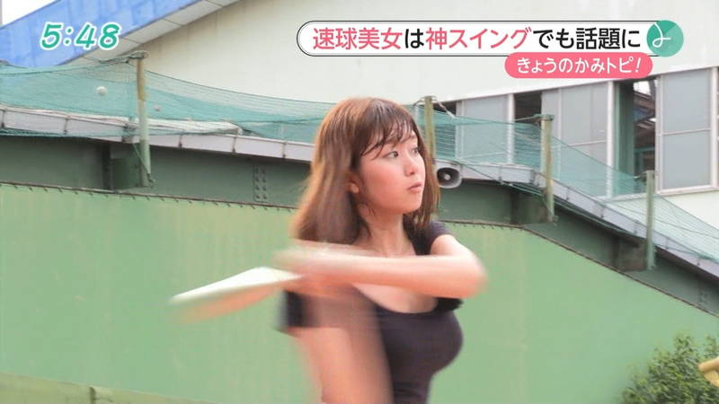 【稲森亜美キャプ画像】始球式のために真剣に練習している稲森亜美の健康的なエロさwww 22