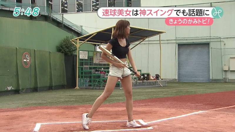 【稲森亜美キャプ画像】始球式のために真剣に練習している稲森亜美の健康的なエロさwww 24