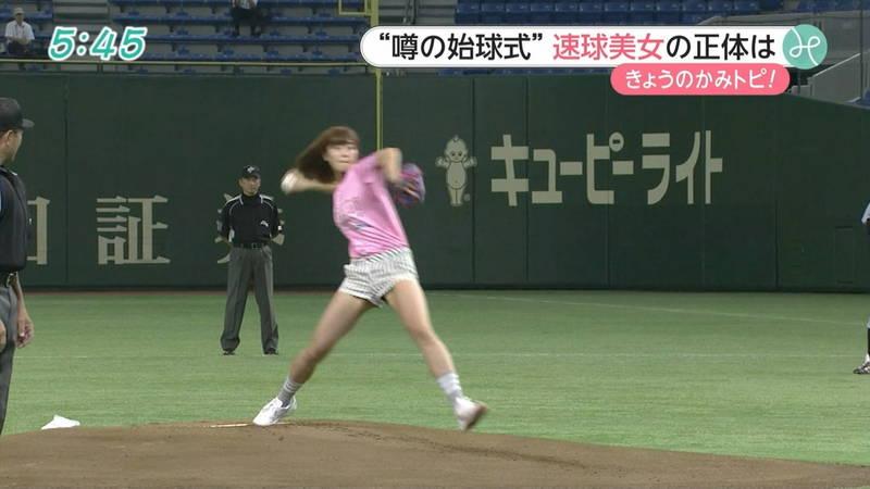 【稲森亜美キャプ画像】始球式のために真剣に練習している稲森亜美の健康的なエロさwww 25