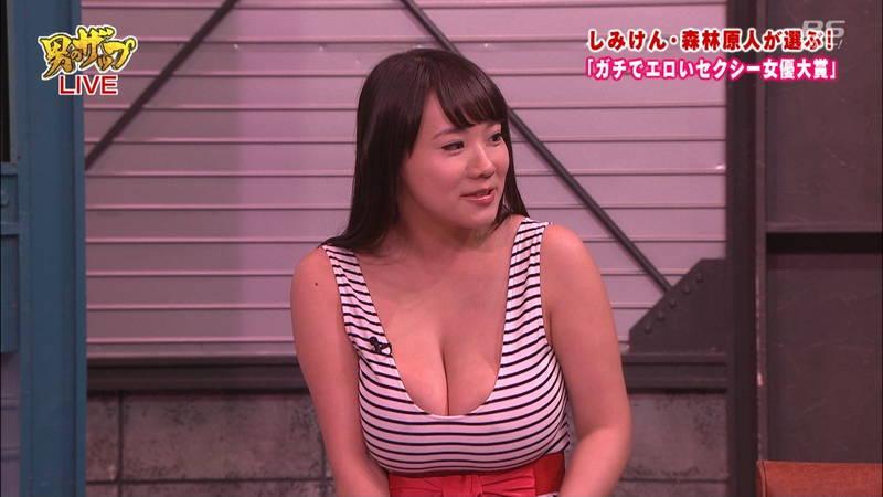 【森林原人キャプ画像】AV女優が着替えたりキスしたりする番組で一番気になったのは森林原人www 13