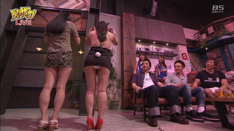 【森林原人キャプ画像】AV女優が着替えたりキスしたりする番組で一番気になったのは森林原人www 17