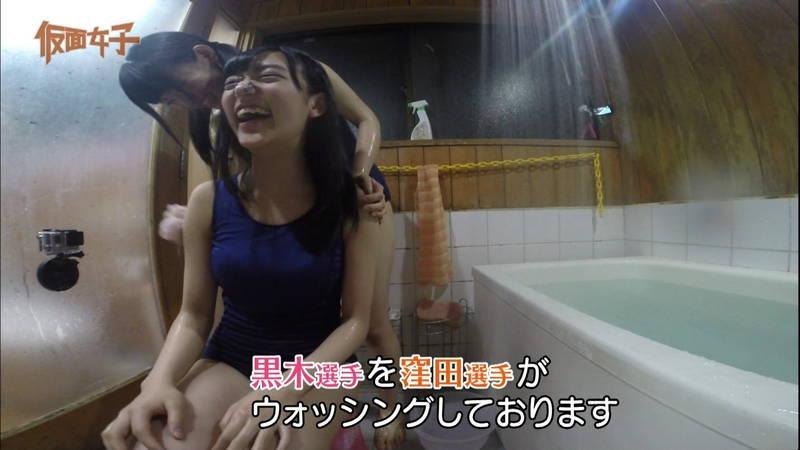 【ハミ尻キャプ画像】スクール水着で入浴するアイドルのあざとさが半端ないwww 04