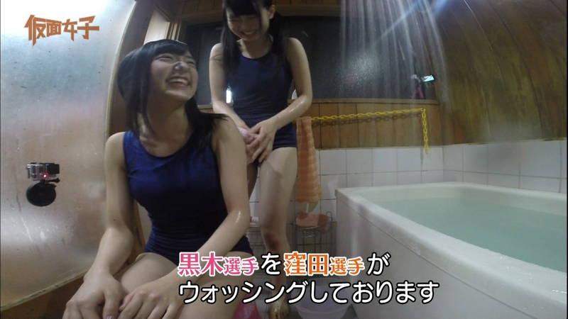 【ハミ尻キャプ画像】スクール水着で入浴するアイドルのあざとさが半端ないwww 05