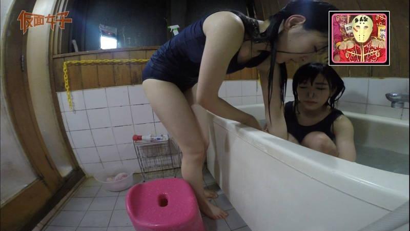 【ハミ尻キャプ画像】スクール水着で入浴するアイドルのあざとさが半端ないwww 18