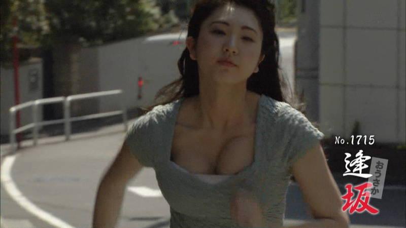 【椎名香奈江キャプ画像】巨乳グラドルがゆるふわファッションで全力ダッシュしたらこうなるwww