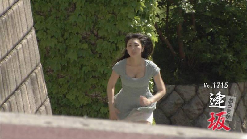【椎名香奈江キャプ画像】巨乳グラドルがゆるふわファッションで全力ダッシュしたらこうなるwww 06