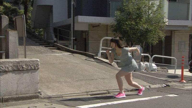 【椎名香奈江キャプ画像】巨乳グラドルがゆるふわファッションで全力ダッシュしたらこうなるwww 12