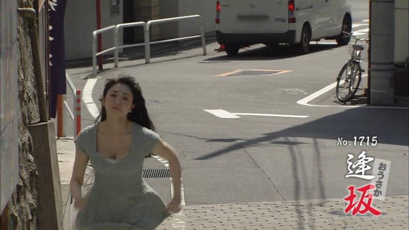 【椎名香奈江キャプ画像】巨乳グラドルがゆるふわファッションで全力ダッシュしたらこうなるwww 23