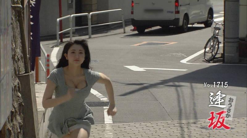 【椎名香奈江キャプ画像】巨乳グラドルがゆるふわファッションで全力ダッシュしたらこうなるwww 25