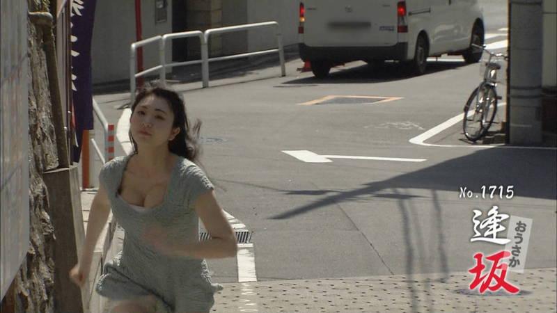 【椎名香奈江キャプ画像】巨乳グラドルがゆるふわファッションで全力ダッシュしたらこうなるwww 26