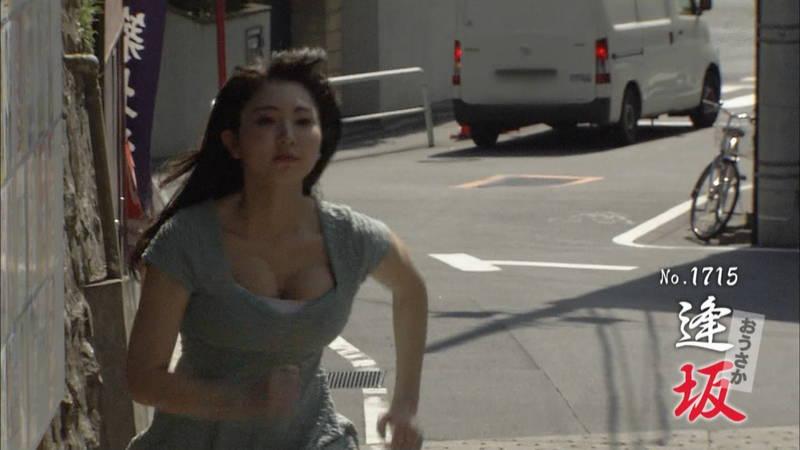 【椎名香奈江キャプ画像】巨乳グラドルがゆるふわファッションで全力ダッシュしたらこうなるwww 29