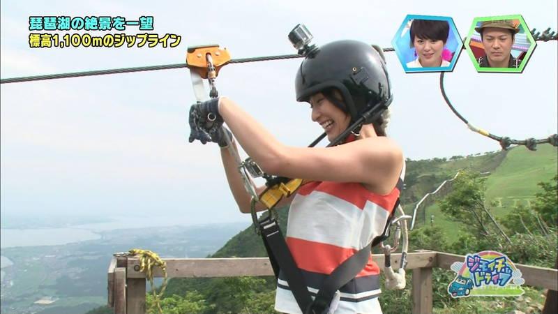 【浅田舞キャプ画像】巨乳が目立ちすぎるウェットスーツでおっぱいアピールがすぎる浅田舞www 06