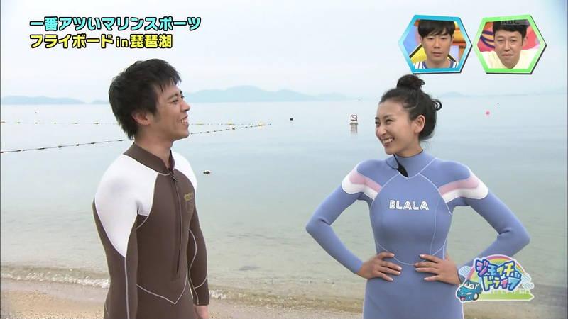 【浅田舞キャプ画像】巨乳が目立ちすぎるウェットスーツでおっぱいアピールがすぎる浅田舞www 08