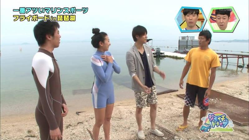 【浅田舞キャプ画像】巨乳が目立ちすぎるウェットスーツでおっぱいアピールがすぎる浅田舞www 10