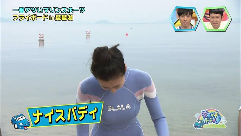 【浅田舞キャプ画像】巨乳が目立ちすぎるウェットスーツでおっぱいアピールがすぎる浅田舞www 15