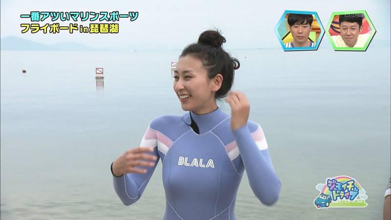 【浅田舞キャプ画像】巨乳が目立ちすぎるウェットスーツでおっぱいアピールがすぎる浅田舞www 17