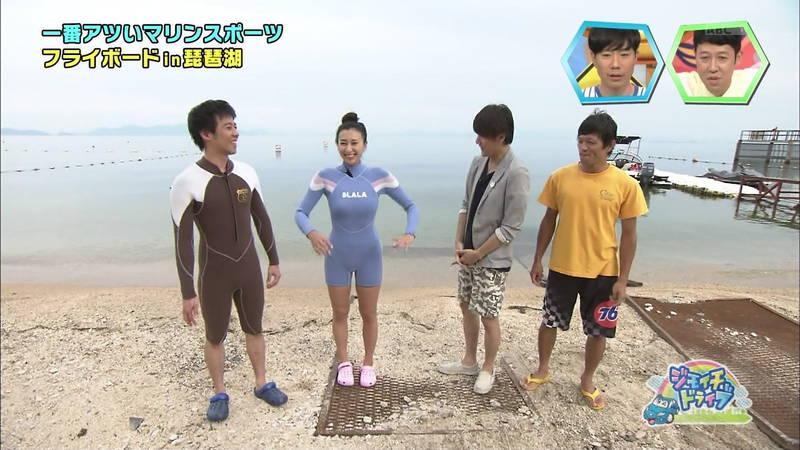 【浅田舞キャプ画像】巨乳が目立ちすぎるウェットスーツでおっぱいアピールがすぎる浅田舞www 18