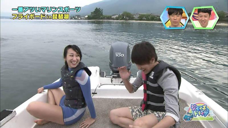 【浅田舞キャプ画像】巨乳が目立ちすぎるウェットスーツでおっぱいアピールがすぎる浅田舞www 19