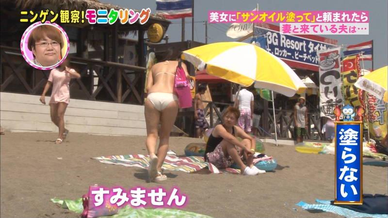 【オイル塗りキャプ画像】水着の女性にオイルを塗って欲しいとお願いされたら断る自信があるwww 20