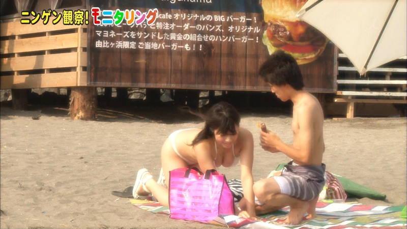 【オイル塗りキャプ画像】水着の女性にオイルを塗って欲しいとお願いされたら断る自信があるwww 23