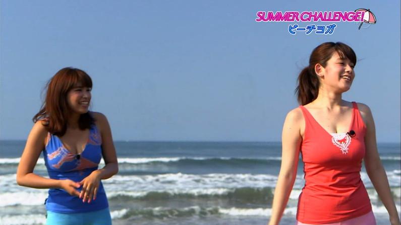 【胸ちらキャプ画像】胸元の緩いアイドルからお堅い女子アナまで胸ちらしまくりww 09