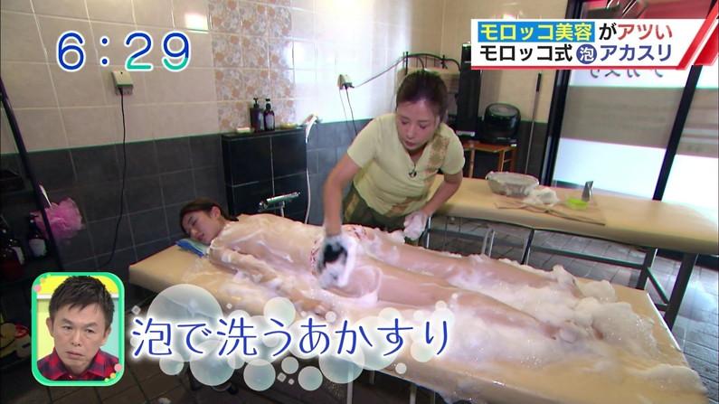 【エステキャプ画像】テレビで上半身裸でエステ受けてるタレントたちのオッパイがえらいことにw 04
