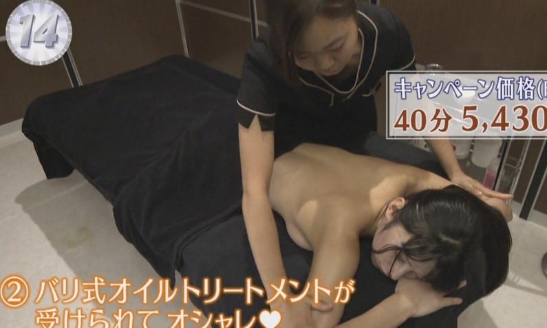 【エステキャプ画像】テレビで上半身裸でエステ受けてるタレントたちのオッパイがえらいことにw 11