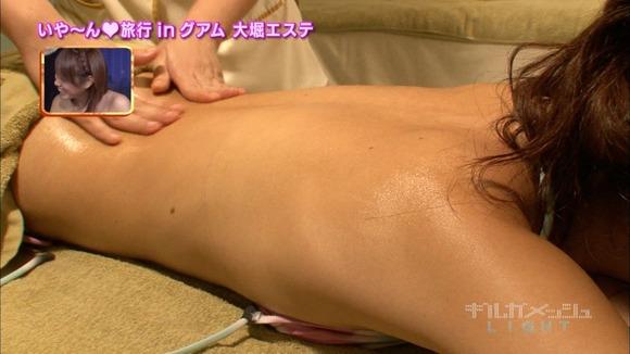 【エステキャプ画像】テレビで上半身裸でエステ受けてるタレントたちのオッパイがえらいことにw 16
