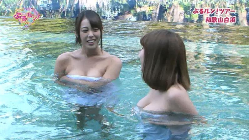【温泉キャプ画像】温泉番組で女性たrんとが出てくると必ずオッパイ半分出して出てくるよなw 08