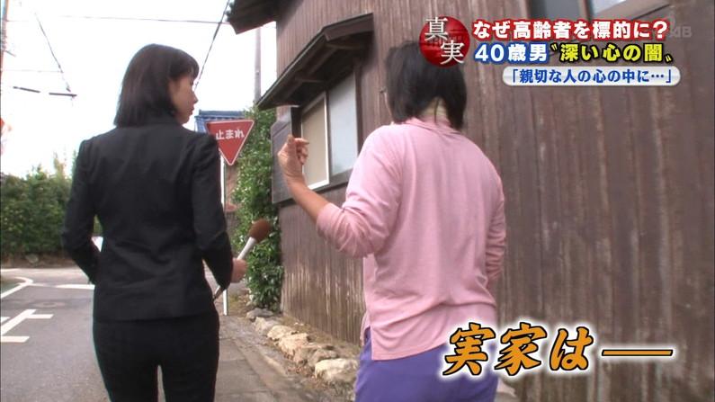 【お尻キャプ画像】女子アナが後ろを向けばピタパンだらけw特にロケの時なんかはパン線まで見えてるw 23