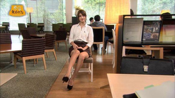 【太ももキャプ画像】テレビに映るタレントさん達のエロい太ももに目を奪われるw 11