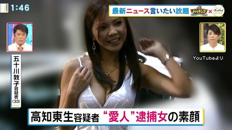 【胸ちらキャプ画像】テレビなのに半分くらいオッパイ見えちゃってるタレント達w 01