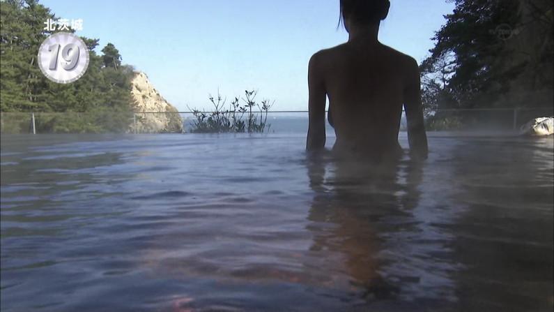 【温泉キャプ画像】美女の入浴姿を拝める温泉レポや温泉番組って絶対エロ目線で見るよなw 01