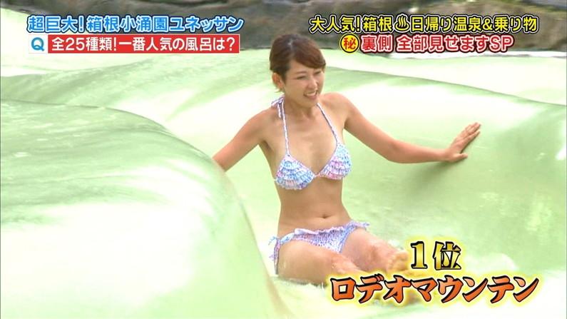 【オッパイキャプ画像】テレビに映る水着姿のグラドルのオッパイがたまんねーww
