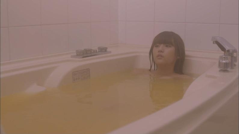 【温泉キャプ画像】温泉番組でやっぱり一番期待するのは女性タレントのハミ乳だよなww 01
