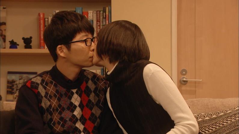 【キスシーンキャプ画像】俺も演技でもいいからこんな美女と濃厚なキスしてみたいw 08