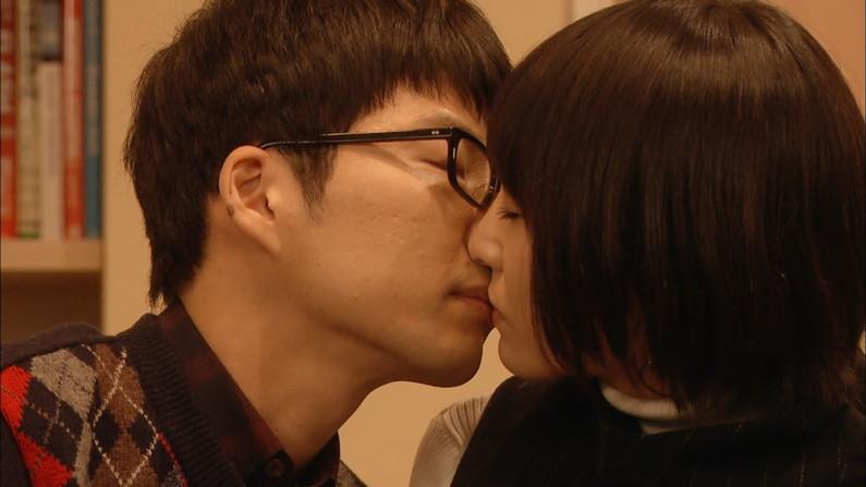 【キスシーンキャプ画像】俺も演技でもいいからこんな美女と濃厚なキスしてみたいw 20