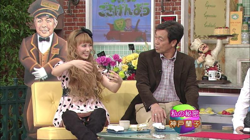【パンチラキャプ画像】チラどころじゃない!テレビにパンツがモロに映っちゃってるww 14