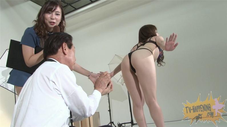 【お宝エロ画像】ケンコバが大根抜きゲームやってて美女のズボン脱がしまくってTバックのお尻が丸出しになってるw 41