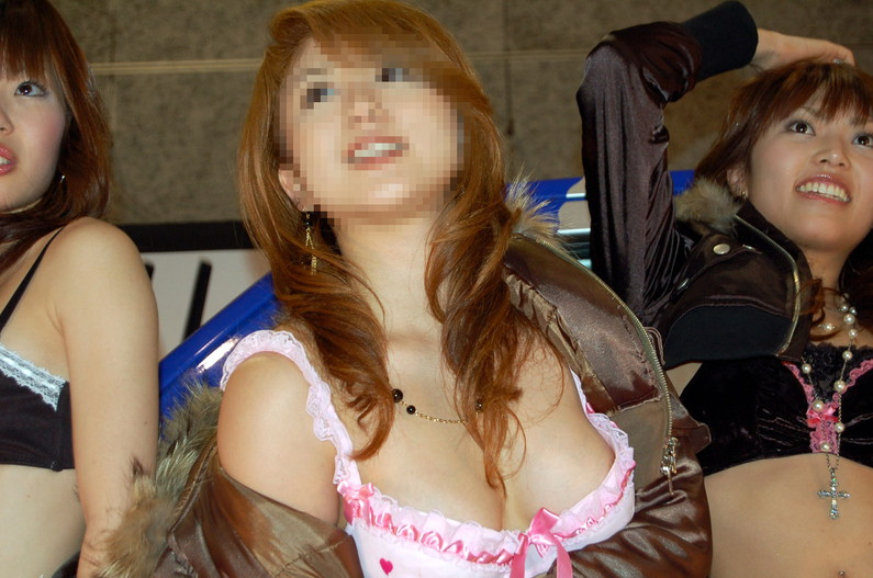 【ポロリエロ画像】乳首見えちゃってる事にも気付かず盗撮されちゃってる素人達w