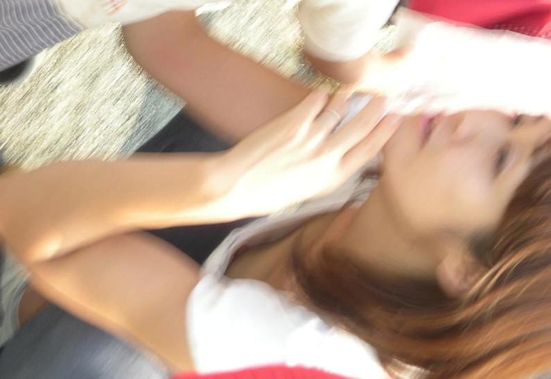 【ポロリエロ画像】乳首見えちゃってる事にも気付かず盗撮されちゃってる素人達w 13