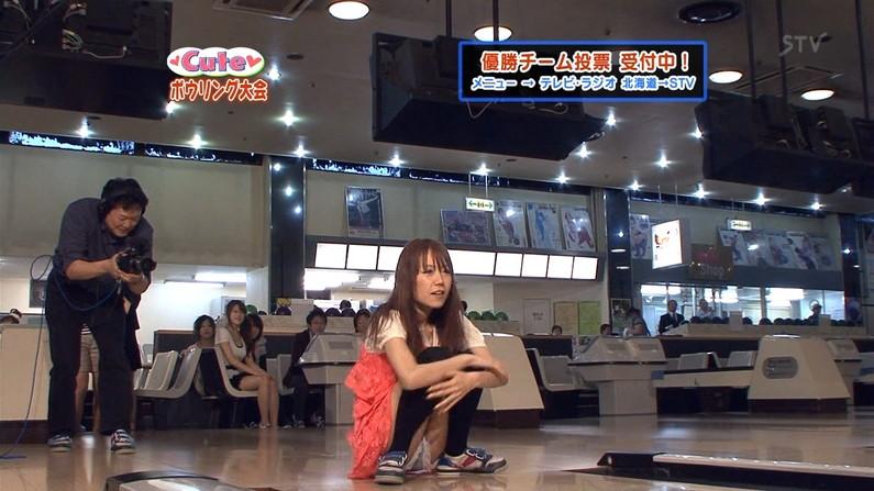 【パンチラキャプ画像】ミニスカ履いてスカートの中身が見えちゃってるタレント達w 01