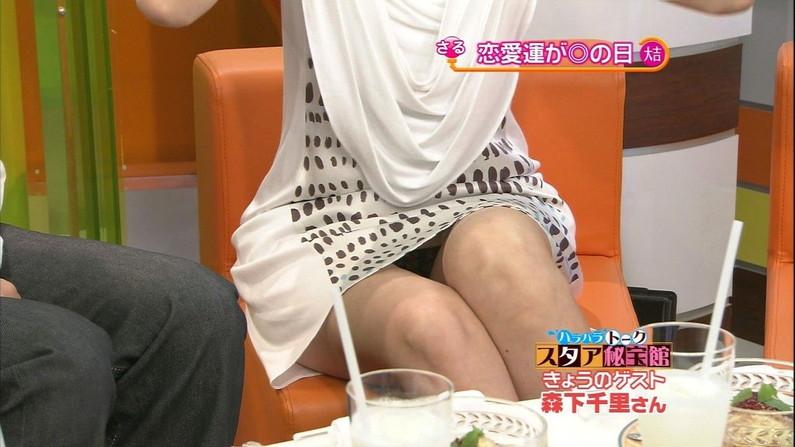 【パンチラキャプ画像】ミニスカ履いてスカートの中身が見えちゃってるタレント達w 14