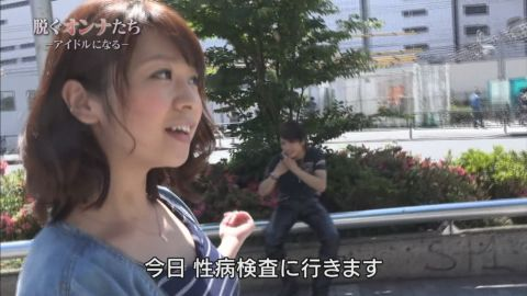 【胸ちらキャプ画像】こんなけ胸ちらさせてるのはテレビ局側からの命令なのか?w 24
