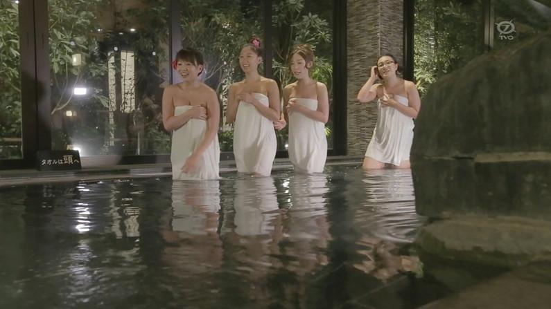 【温泉キャプ画像】温泉レポで見れるタレントさん達のハミ乳ってやっぱエロいよなw 23