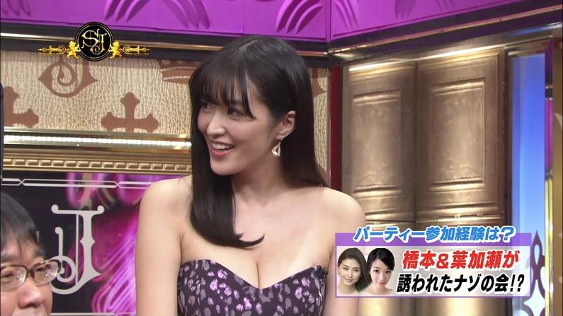 【胸ちらキャプ画像】豊満なオッパイをテレビで見せつけてくるタレントたちww 20